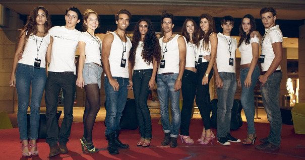 Participate in model contests, promote your career.